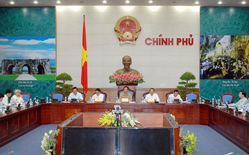 Thủ tướng Nguyễn Tấn Dũng chủ trì phiên họp giao quyền tự chủ cho các trường đại học công lập, ngày 26/8.<br>