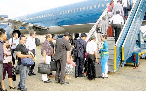 Từ cuối năm 2014 đến nay, mức trần giá vé máy bay đã giảm 20% do giá xăng dầu liên tục giảm.<br>