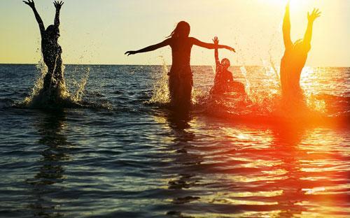 Sunrise Hội An Beach Resort hấp dẫn du khách bởi hệ thống phòng nghỉ đầy tiện nghi và hai bể bơi hướng biển Cù Lao Chàm.<br>