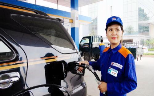 Giá xăng RON 92 bán lẻ ngày 5/10 được Petrolimex niêm yết ở mức 16.400 đồng. Như vậy, thuế phí hiện chiếm tới 53,8% giá xăng.