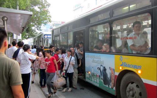 Nhiều đối tượng sử dụng dịch vụ xe buýt tới đây cũng sẽ được hưởng ưu đãi theo quyết định của Thủ tướng.<br>