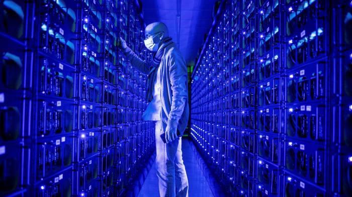 Bên trong một mỏ đào Bitcoin ở Trung Quốc - Ảnh: FT.