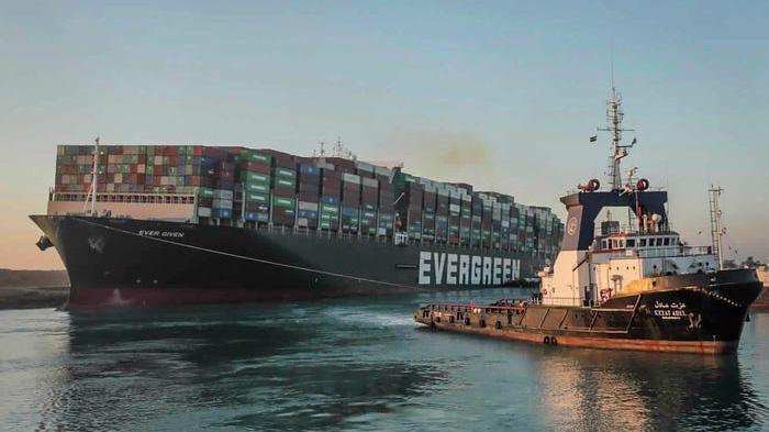 Ever Given, con tàu chở hàng gây tắc kênh đào Suez hồi tháng 3.