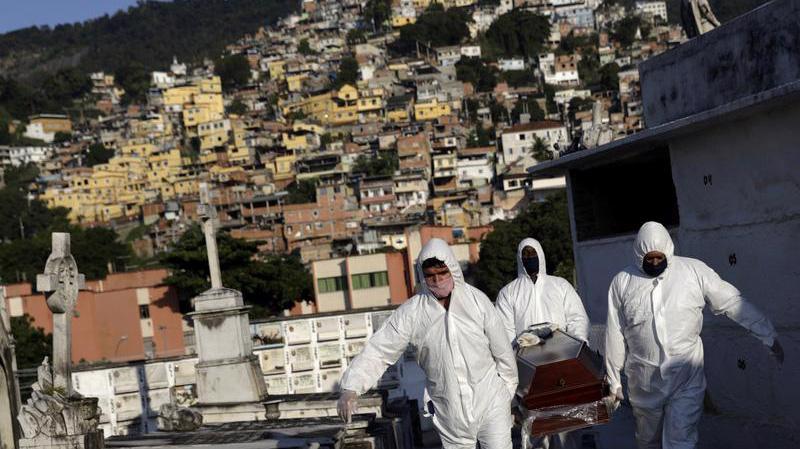 Tại Brazil, Covid đang vượt khỏi tầm kiểm soát - Ảnh: Reuters.