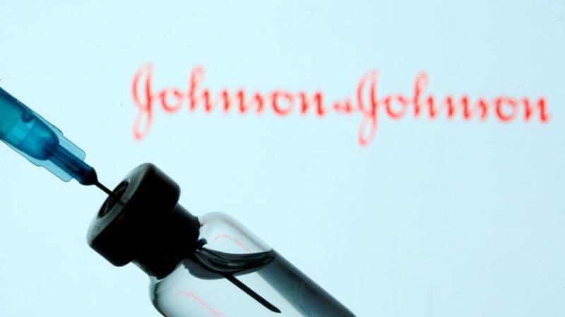 Vaccine của Johnson & Johnson chỉ cần tiêm một liều và có thể được bảo quản ở nhiệt độ tủ lạnh thông thường - Ảnh: Reuters