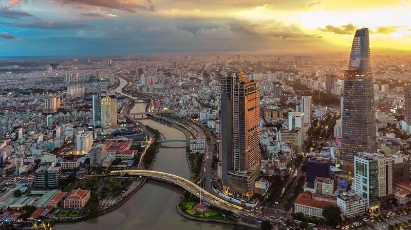 """Hôm 1/4, Fitch đã nâng triển vọng tín dụng của Việt Nam lên """"tích cực"""" từ mức """"ổn định"""" trước đó - Ảnh: Reuters"""