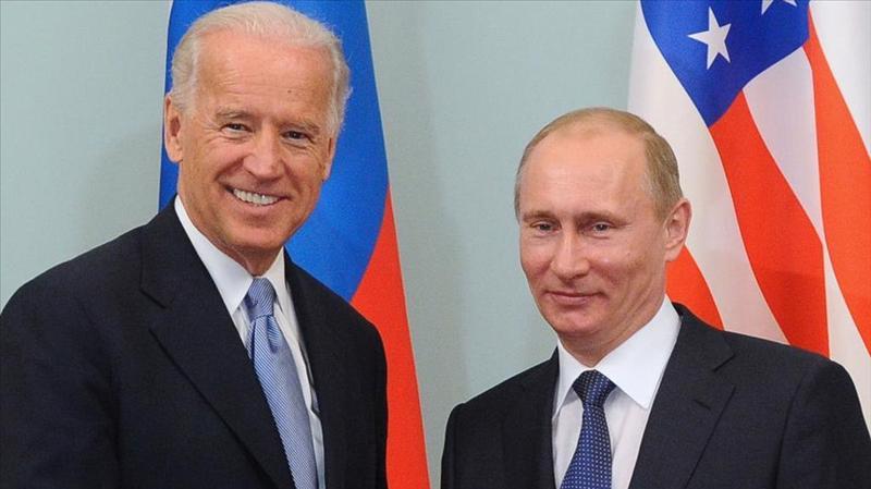 Tổng thống My Joe Biden (trái) và Tổng thống Nga Vladimir Putin.