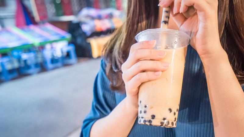 Nhiều khách hàng không mua trà sữa nếu không có trân châu - Ảnh: Getty Images