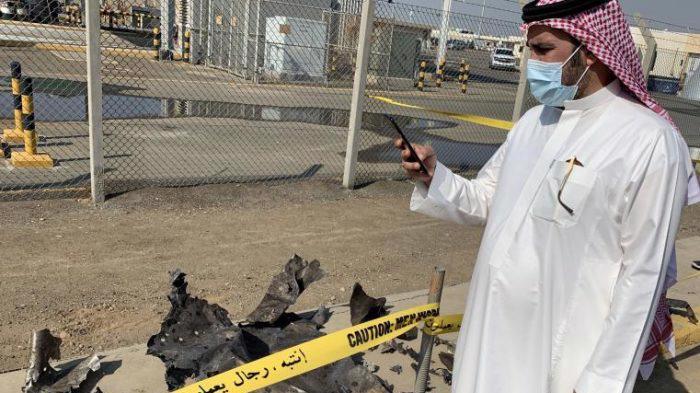 Hiện trường vụ tấn công tại một cơ sở dầu khí ở thị trấn Jazan, Saudi Arabia - Ảnh: Getty Images