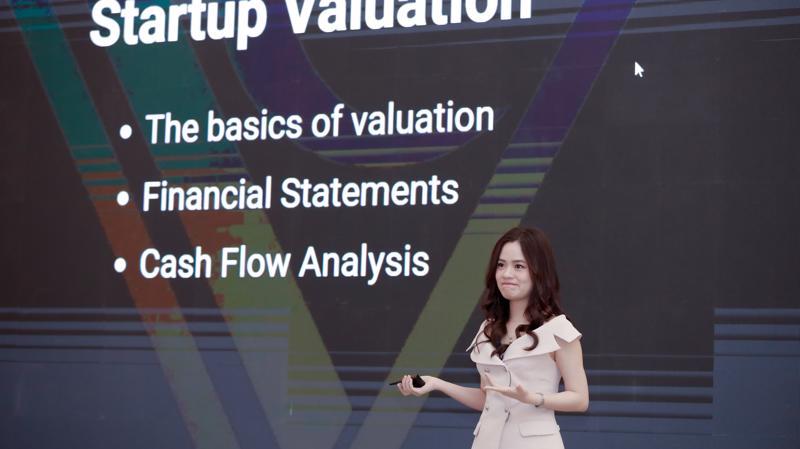 """Nữ doanh nhân 9X Lê Hàn Tuệ Lâm, Giám đốc quỹ đầu tư Nextrans, người vừa lọt vào top """"Forbes Under 30 Asia"""", hạng mục Tài chính và đầu tư mạo hiểm."""