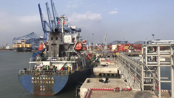 Tàu cập Cảng Hyosung Vina Chemicals, Bà Rịa - Vũng Tàu