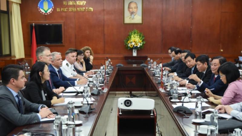 Bộ trưởng Lê Minh Hoan làm việc với Đại sứ Mỹ