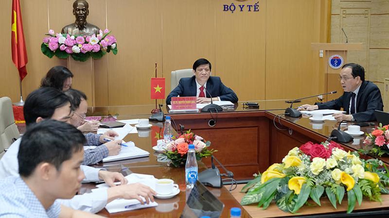 Bộ trưởng Bộ Y tế họp trực tuyến với Bộ trưởng Bộ Y tế Campuchia Mam Buncheng nhằm cập nhật thông tin, chia sẻ kinh nghiệm trong công tác phòng, chống dịch Covid-19