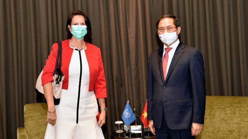 Bộ trưởng Ngoại giao Bùi Thanh Sơn và bà Christine Schraner Burgener tại buổi làm việc 24/4