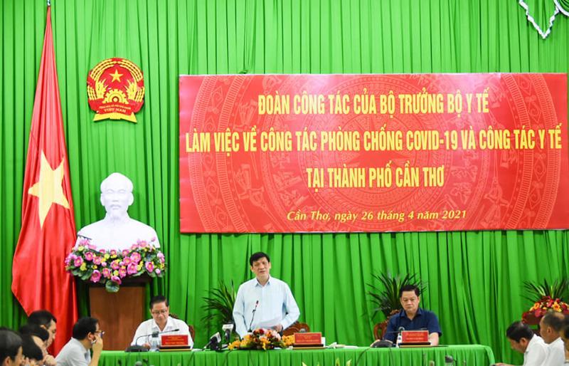 Bộ trưởng Bộ Y tế và đoàn công tác Bộ Y tế làm việc với UBND thành phố Cần Thơ