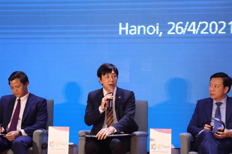 Ông Nakajima Takeo, Trưởng đại diện Tổ chức xúc tiến thương mại Nhật Bản (JETRO) tại Hà Nội (ở giữa) phát biểu tại Diễn đàn.