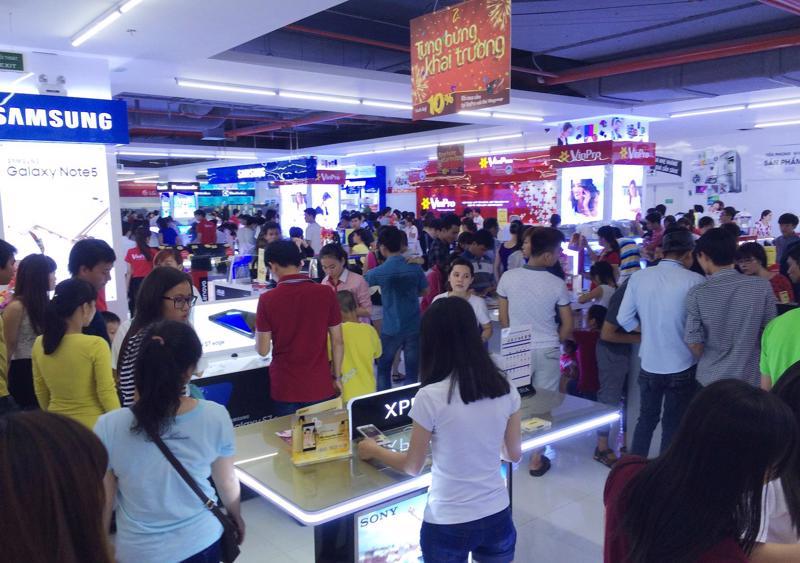 Tỷ lệ phụ nữ mua sắm sản phẩm điện tử, điện máy trực tuyến ngày càng tăng.