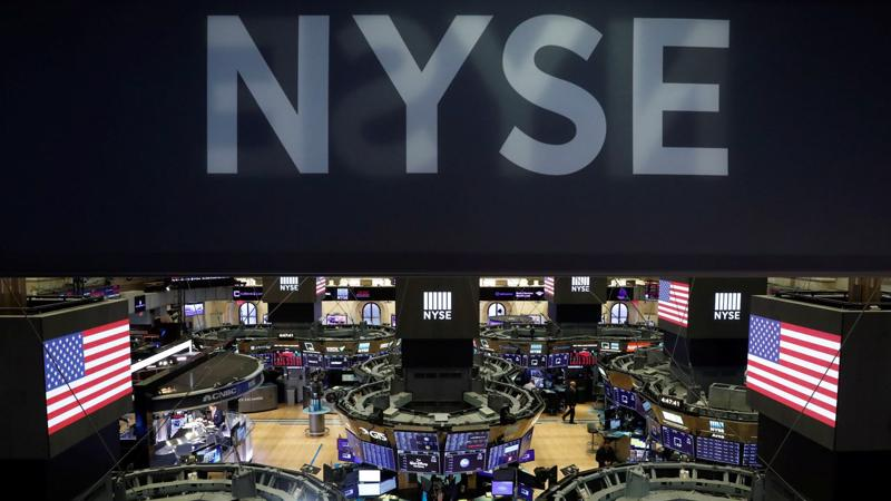 Quang cảnh sàn giao dịch ở Sở giao dịch chứng khoán New York (NYSE) - Ảnh: Reuters.