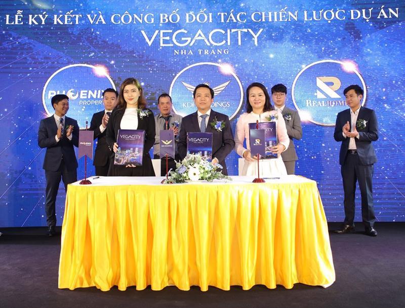 Công ty Phoenix Property cùng Tập đoàn KDI Holdings kí kết với tổng đại lý phân phối dự án Vegacity Nha Trang.