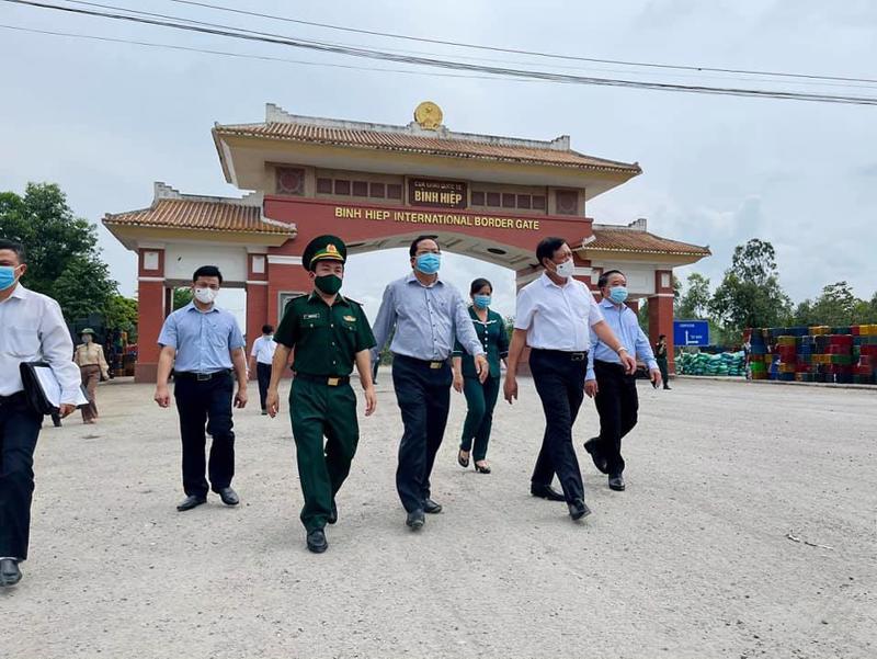 Đoàn công tác kiểm tra thực tế tại Cửa khẩu Quốc tế Bình Hiệp, thị xã Kiến Tường, tỉnh Long An