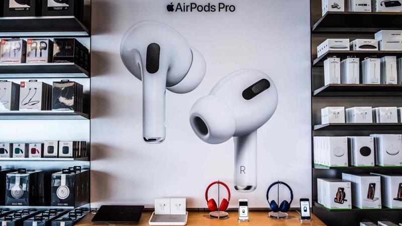 AirPods là một trong những sản phẩm đầu tiên được Apple gấp rút chuyển dây chuyền sản xuất từ Trung Quốc sang Việt Nam - Ảnh: iStock
