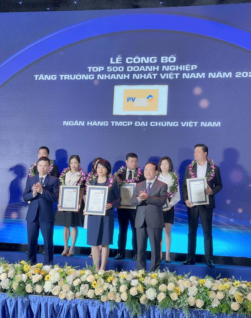 PVcomBank được vinh danh tại Lễ công bố Top 500 Doanh nghiệp tăng trưởng nhanh nhất Việt Nam năm 2021.