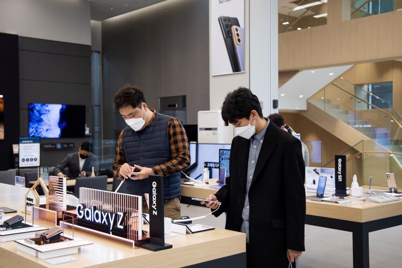 Samsung báo lợi nhuận vượt dự báo - Ảnh: Getty Images