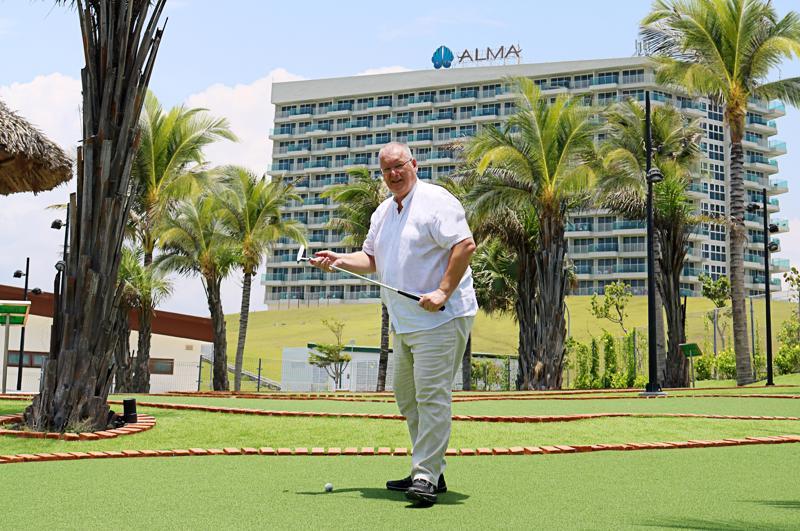 Ông Herbert Laubichler-Pichler, Tổng quản lý (General Manager) Alma Resort Cam Ranh