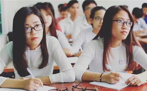 Quyết tâm hỗ trợ chi phí cho sinh viên trong thời gian học tại trường