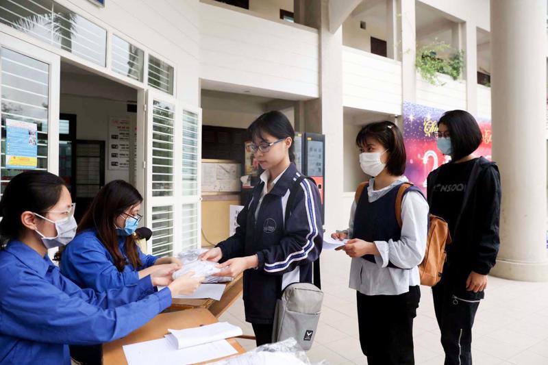 Thêm nhiều trường cho sinh viên nghỉ học sau kỳ nghỉ lễ