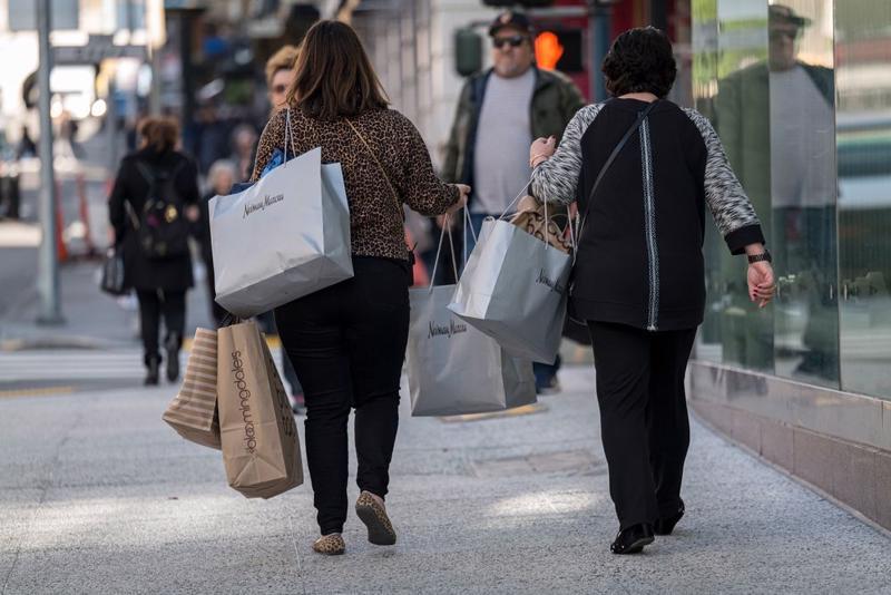 Người tiêu dùng đang là đầu tàu tăng trưởng kinh tế Mỹ - Ảnh: Bloomberg.