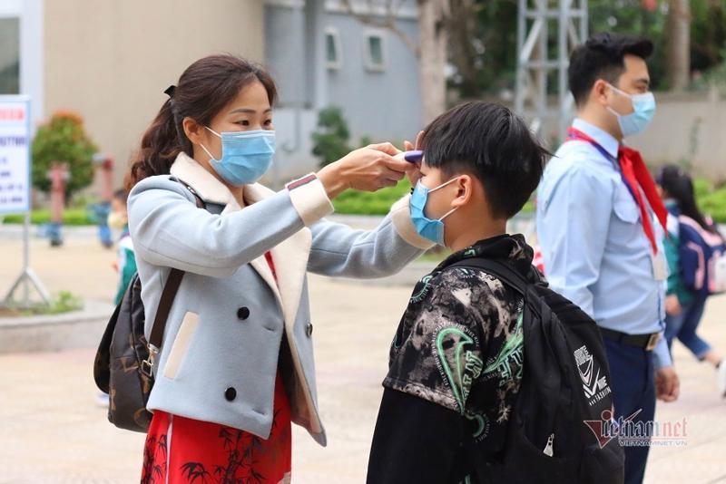 Học sinh đi học trở lại sau kỳ nghỉ lễ