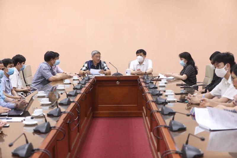 Bộ Y tế cử đoàn chuyên gia y tế sang hỗ trợ Lào chống dịch chiều 3/5. Ảnh - Đình Anh.