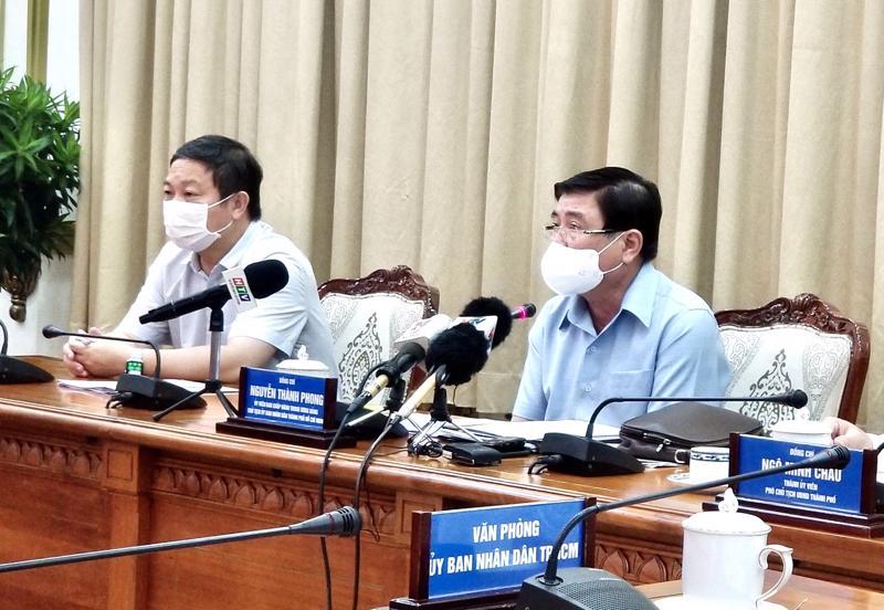 Chủ tịch Ủy ban Nhân dân TP.HCM Nguyễn Thành Phong chỉ đạo tại cuộc họp