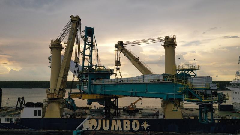 Cẩu Ship loader TI 7074 lên tàu tại cảng dịch vụ PTSC Phú Mỹ