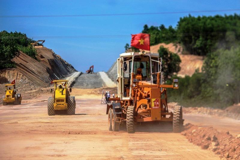 Các đoạn tuyến cao tốc Bắc - Nam đang được các chủ đầu tư, nhà thầu tập trung đẩy nhanh tiến độ.