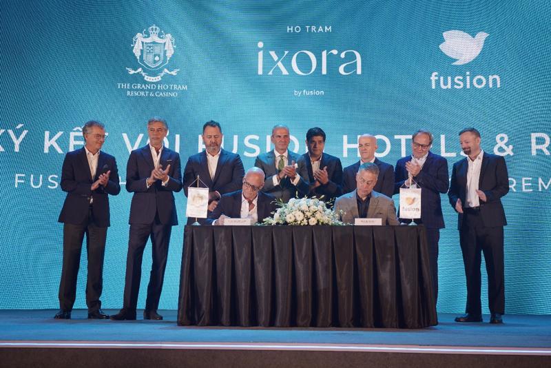 Lễ ký kết hợp tác giữa chủ đầu tư dự án Ixora Ho Tram by Fusion và thương hiệu vận hành Fusion Hotels & Resorts tại sự kiện ra mắt chính thức ngày 24/04 vừa qua.