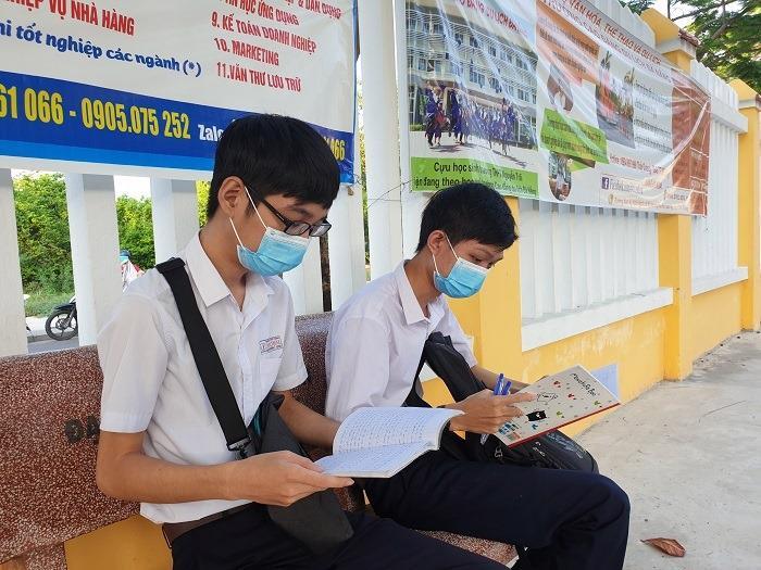 Trong trường học, học sinh Quảng Nam thực hiện nghiêm các biện pháp phòng dịch