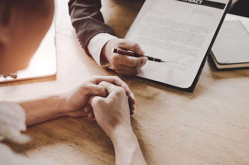 Ngân hàng đua ký hợp đồng độc quyền bán bảo hiểm cho một công ty bảo hiểm để hưởng hoa hồng...