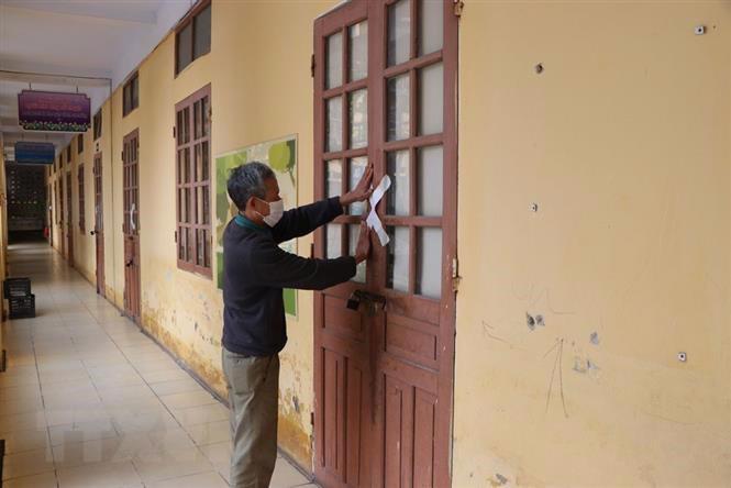 Học sinh tại nhiều địa phương được thông báo tạm dừng đến trường