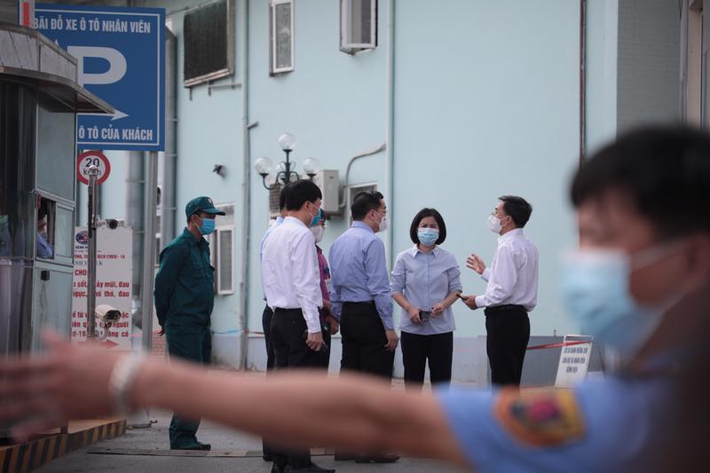 Chủ tịch Hà Nội cùng đoàn công tác kiểm tra tại Bệnh viện K Tân Triều.