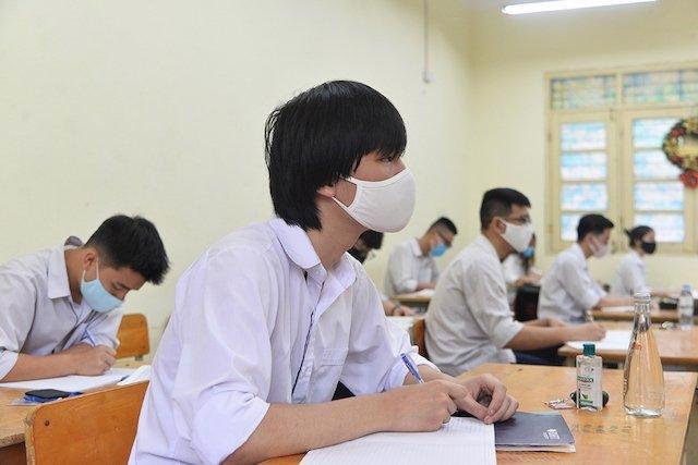 Học sinh thuộc diện F1, F2, F3 ngồi trong phòng được bố trí riêng.