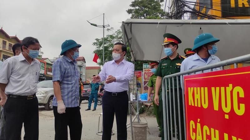 Ông Chử Xuân Dũng, Phó Chủ tịch Ủy ban nhân dân thành phố Hà Nội kiểm tra công tác phòng, chống dịch tại huyện thường Tín.