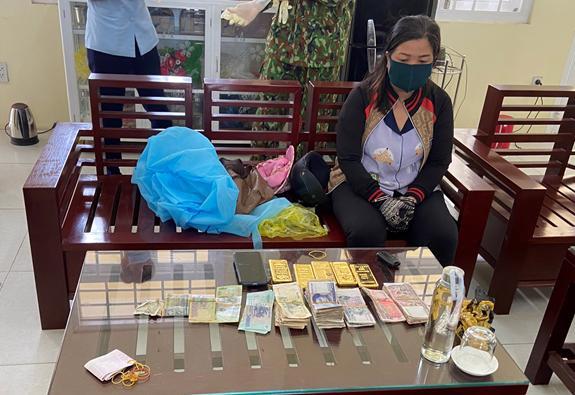Đối tượng Huỳnh Thị Nguyên bị bắt giữ cùng tang vật