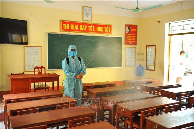 Lịch học của học sinh ở nhiều tỉnh thành được điều chỉnh để chống dịch