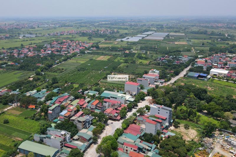 Hình ảnh chụp từ trên cao cho thấy xã Hiệp Thuận, huyện Phúc Thọ, Hà Nội hầu như không một bóng người qua lại.