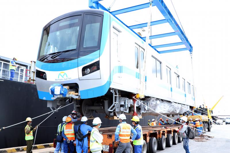 Đoàn tàu metro số 1 đã cập cảng Khánh Hội, Tp.HCM vào sáng ngày 10/5