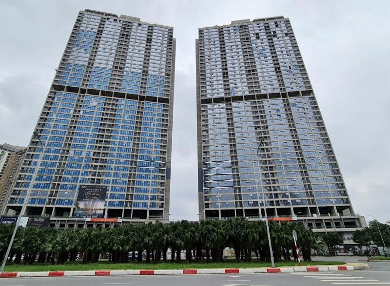 Hai tòa tháp 43 tầng đang gấp rút hoàn thiện các hạng mục cuối cùng để bàn giao cho cư dân theo kế hoạch vào quý 4 năm nay.