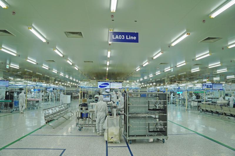Khu vực sản xuất màn hình tinh thể lỏng (LCM) tại tổ hợp Samsung Electronics Ho Chi Minh Complex khu Công nghệ cao Tp.HCM.