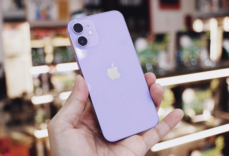Bộ đôi iPhone 12 mini và iPhone 12 màu tím vừa mới ra mắt đã giảm đến 2,8 triệu.